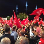 Milletimiz kararlı demokrasi nöbetinin 13. gününde meydanları boş bırakmıyor. #MeydanlarMilleteEmanet https://t.co/vPY0wkpgWz