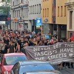 Nach Auflösung der Faschokundgebung, gab es noch eine laute Sponti mit 300 Antifas durch den 7. Bezirk #blockit https://t.co/0aaTrNKeKA