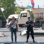 К захваченному зданию ППС в Ереване полиция стянула дополнительные силы https://t.co/vvkvUyrosW https://t.co/M75NWqmeid