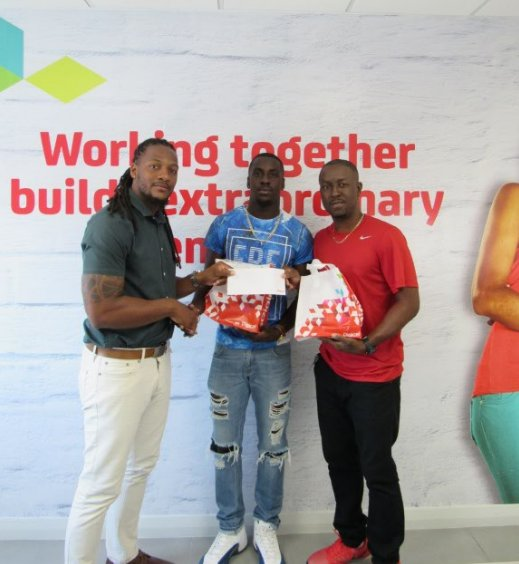 Welcome to our newest Digicel Ambassador, sprinter Levi Cadogan (center). #BringTheBeat #DigiAmbassador https://t.co/3IpPbTnVPa