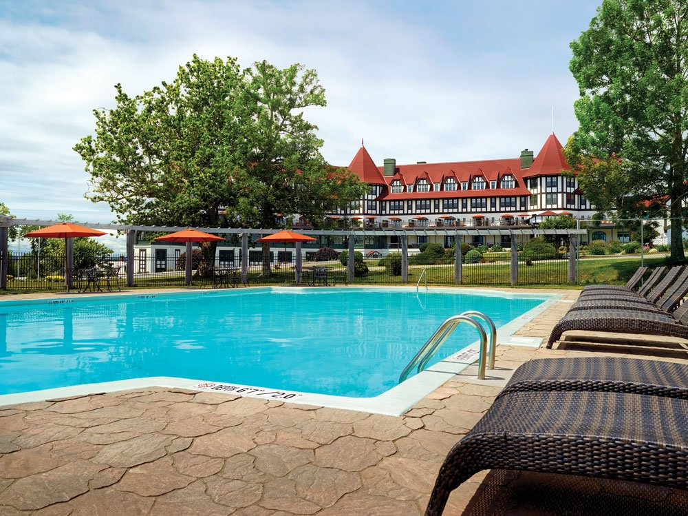 RT @WestJetMagazine: Hotel Review: Have family fun in the sun at @AlgonquinResort 's pool & golf course WestJet ht…
