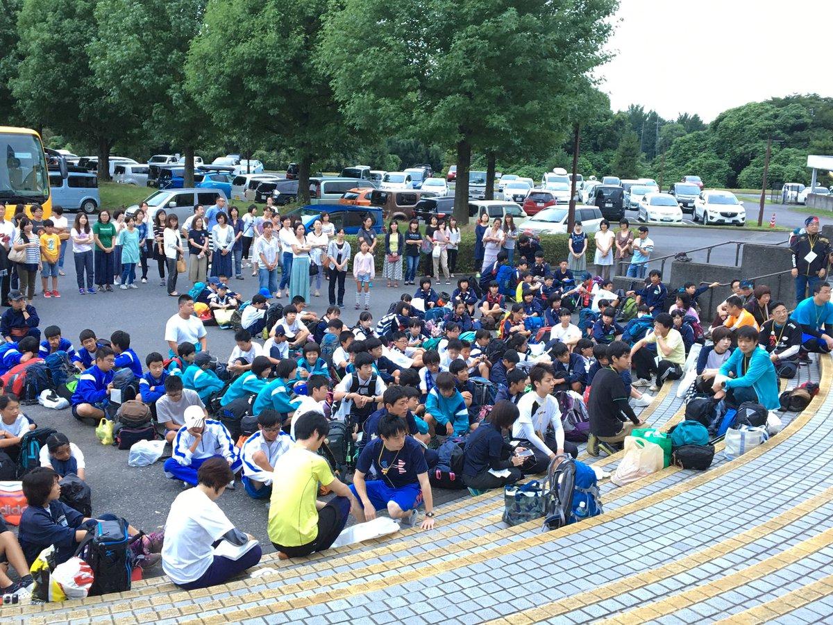 【中学生富士登山🗻7月28日,29日】 朝5時。出発式が行われました。 生徒100人、指導者30人が…