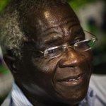 """""""Cabe agora aos moçambicanos saberem se querem acabar com a guerra ou se a guerra acaba com eles"""". Dom Jaime https://t.co/snJwZOefEK"""