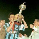 Ser campeão da Libertadores diante do Atlético Nacional no Atanásio Girardot é para um clube só. https://t.co/nG10RVMJXO
