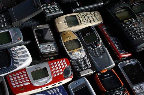 【スマホ】携帯の元巨人ノキアが高機能スマートフォンで返り咲き? キアヌ・リーブスが『マトリックス』で…