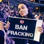 Standing with the California delegation to #BanFrackingNow with @rosariodawson #DemsInPhilly #DemConvention https://t.co/YVkjhbgEtI