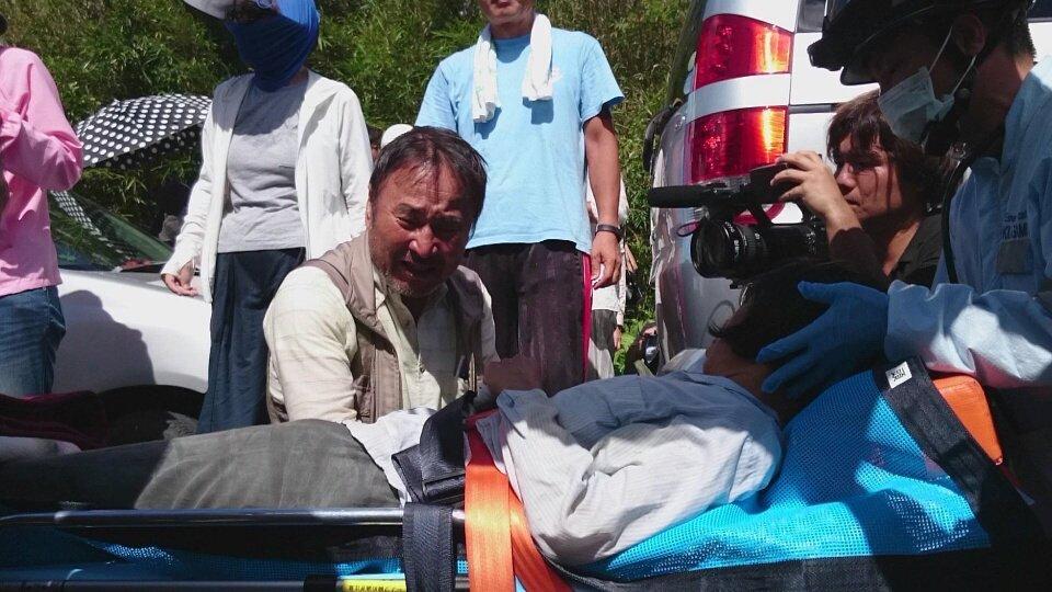 酷すぎる安倍政権の沖縄いじめ②  沖縄県東村 #高江 機動隊ともみ合いになり男性が肋骨を折る大けがを…