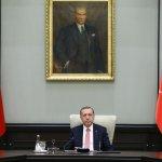 Türkei: Erdogan schließt 45 Zeitungen, 16 TV- und 23 Radio-Sender https://t.co/Rx7qdQWhhL https://t.co/rPk3p7D67Q
