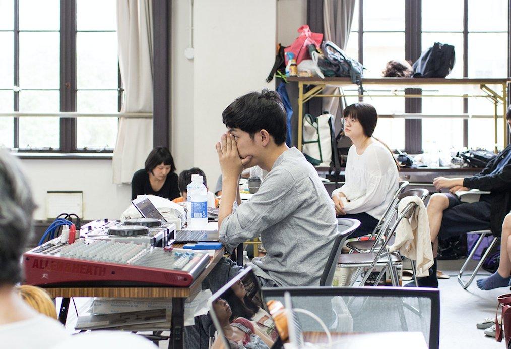 マームとジプシー/藤田さんとの対談をオバケサイトにアップしました。当日来れなかった人も是非。 演劇の制作プロセスとか、藤田さん自体の追い詰め方とか、とてもとても参考になった。 https://t.co/jAkfhQzOVC https://t.co/5bF1wW0yul
