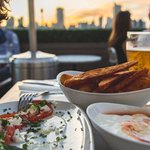 Soak up the sun at a rooftop restaurant in #London. Here are 5 of the best - https://t.co/o0tKvwvQP7 #summer https://t.co/pnqAMoV5Sw