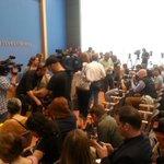 20 Minuten,dann kommt #Kanzlerin #Merkel, Andrang in der Bundespressekonferenz in #Berlin, PK nach #Terror & Gewalt https://t.co/g30QjJOPmr