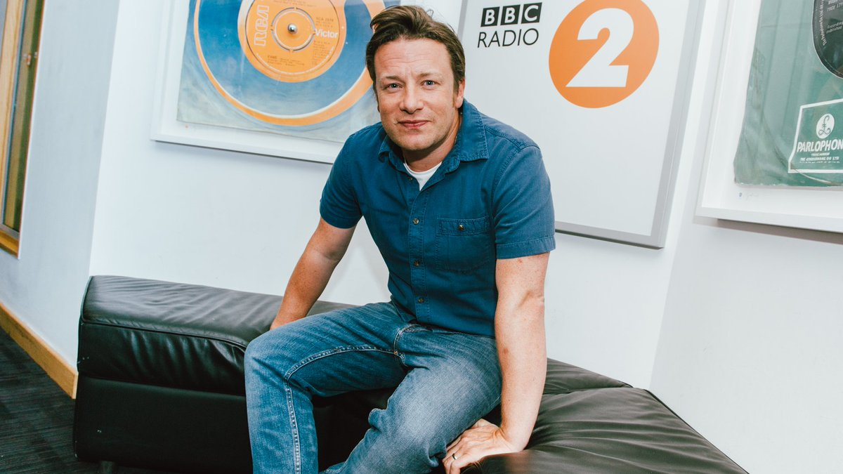 RT @BBCRadio2: @jamieoliver talks to Steve Wright about superfoods, fatherhood and chocolate porridge... https://t.co/FMI7Pli3dh https://t.…