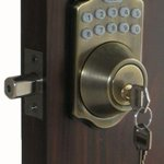 Lock your residence with a quality deadbolt lock when you are leaving the home for any amount of time #ldnont https://t.co/gySJPrZpDu