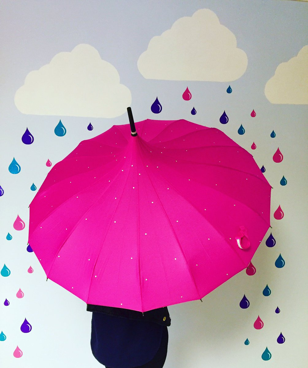 Sparkle Umbrellas are in stock for immediate shipping - https://t.co/dIjtytjIRE  #wineoclock #womaninbiz https://t.co/6F3XpdY18T