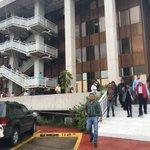 #AlMomento Desalojan @SIOPJal tras #SISMO. ¿Evacuaron tu lugar de trabajo? https://t.co/wR7a6hIgck