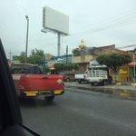 @policiavialb13 @Trafico_ZMG muy bonito... Camioneta de protección civil sacando humo, sin placas ni faros. https://t.co/lMcm9lV5Ri
