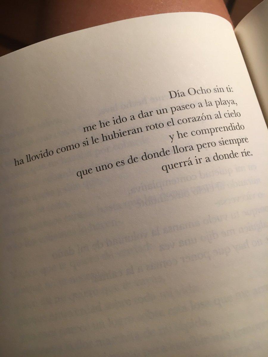 """""""Baluarte"""".  De @elvirasastre. Eres de donde lloras pero quieres ir a donde ríes. Delicioso. https://t.co/0HYE4uhFb3"""