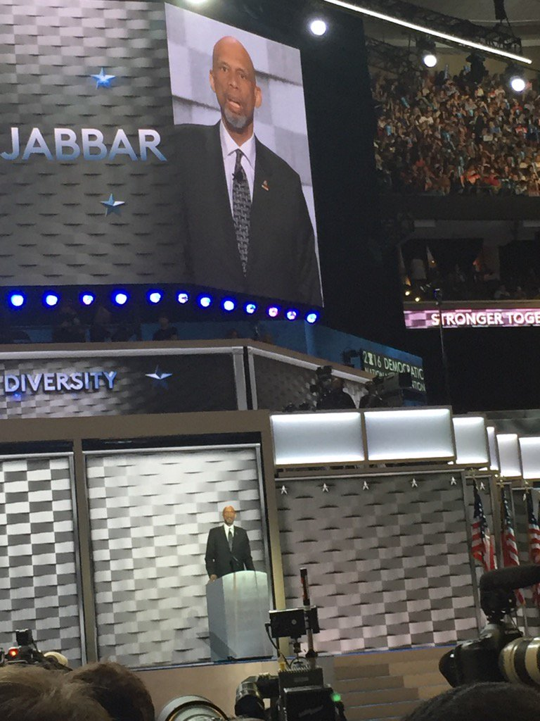 Kareem Abdul-Jabbar so tall they had to put a mic on his tie #DemsinPhilly https://t.co/pqOLZrR4wl