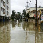 #BENGALURU FLOODED: When feeder canals linking lakes are encroached by builders, this is what happens. Pix:TheHindu https://t.co/RwmyEQUiLa