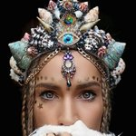 今、ネットで大旋風を巻き起こしているという、「本物の貝殻でつくったマーメイドの王冠」。豪州メルボルンの27歳の花屋さんが考えだしたもの。  https://t.co/U1XMFg20cM  パーティーやフェスティバルで大人気だそう。 https://t.co/OpeizmDRRi