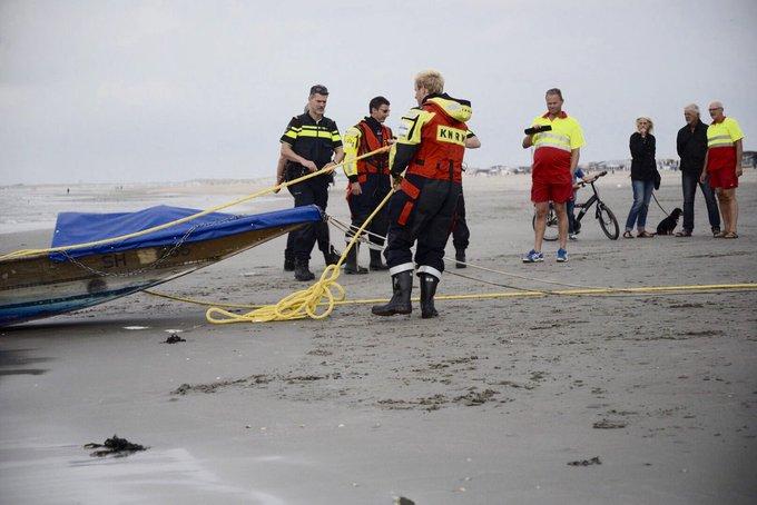 Zwitsers stranden met boot in Hoek van Holland https://t.co/egUcHlMdhM https://t.co/osGmGiPqKI