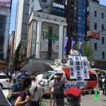 新橋駅SL広場前での街頭演説会、12時45分から始めます。既に、東京中から集まった都議会議員、基礎自治体議員のリレー演説がスタートしています。この後、生中継も行います。(スタッフ) #都知事選 は #鳥越俊太郎 https://t.co/mlIBCZJQ23
