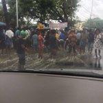 @blrcitytraffic Madivala lake overflow. Traffic cops managing traffic and fishermen on road. Lots of live fish! https://t.co/MdopFU4A7R
