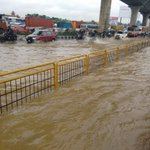 Roads towards electronic city flooded #Bangalore #rains https://t.co/sE53d5rZid