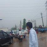 People controlling traffic as no cops @HTGurgaon @htTweets https://t.co/Rvshwa22wl