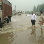 NH8 at Hero Honda Chowk cleared for heavy vehicles...moving slowly due to flooding on road https://t.co/nuhbtlKSB1