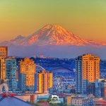 #MtRainier looking DAPPER from Kerry Park, 2 mins before sunset in #Seattle!! #FilterNerd #YourTake #KOMOloz https://t.co/LdzX8Ek5NU