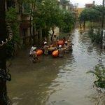 .@KarFireDept rescues people in Kodichikkanahalli area, Bengaluru. Kodichikkanahalli lake has overflown https://t.co/T8UGEK23Em