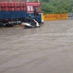 #Bangalore Roads flooding ! (pic credits @beeroholic) @rahulkanwal @OfficeOfRG https://t.co/R540ooocsA
