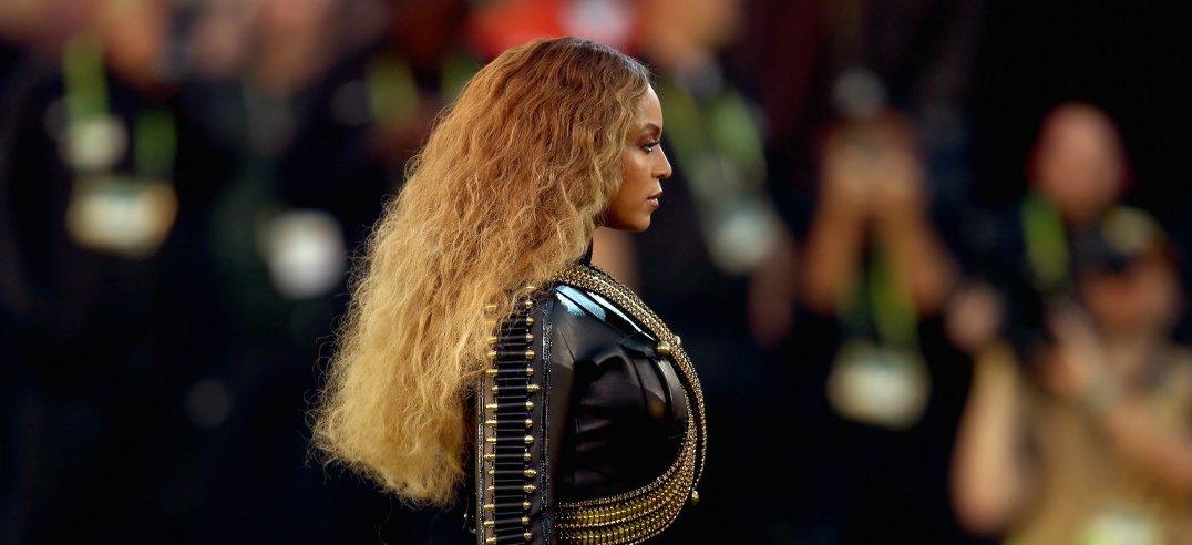 Beyoncé milite pour la cause noire mais boude l'Afrique https://t.co/blamM3pZcS https://t.co/g4sYatLPHg