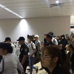 """BTS ARRIVED IN PH SAFELY!   PH ARMYS REALLY KNOW THE WORD """"CHILL"""" THEY EVEN GIVE SPACE FOR OUR BOYS. #BTSinMANILA https://t.co/MTIVFf7GBd"""