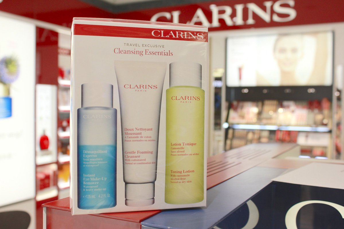 Skincare essentials! Get an exclusive @clarins_uk set from @WorldDutyFree before you travel: