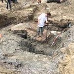 """""""@AndreGilara #Archeologen onderzoeken in #rotterdam de oudste sluis uit 1270. https://t.co/sn2CDpOHqd"""" @Archeologie010"""