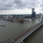 Prachtige plek om te wonen, maar bewoners zien plan reuzenrad bij #Erasmusbrug niet zitten. @RTV_Rijnmond #Rotterdam https://t.co/yE0NW5ZBxk