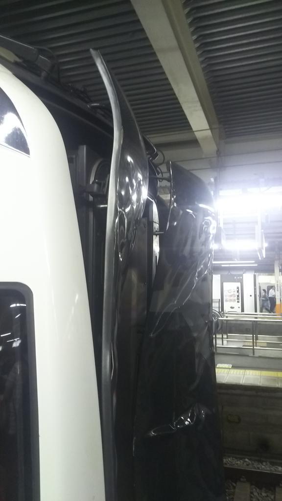 Ne018の新小岩駅人身事故車両を大船で見ました。 横須賀線が遅れてたので成田エクスプレス40号の大…