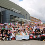 Am so chuffed to work somewhere that #ScienceIsGlobal and that everyone appreciates and supports that. Fab photo https://t.co/GW385QZi0o