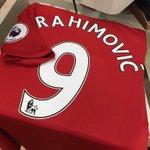 [@JamesMelville] Jersey Zlatan Ibrahimović sudah terjual dengan total £76m selama sepekan terakhir.  #mufc https://t.co/g8uG0Ki21J