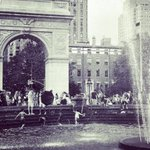 Dont let the #rain slow down your Friday #parade. #nyu #nyc #happyfriday #weekendishere #summerrain https://t.co/Aeg9lHBT27
