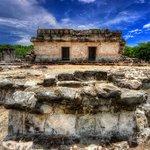 """""""El Rey""""es uno de los sitios arqueológicos más importantes en la ciudad ¡Está conformado por 47 estructuras! #Cancún https://t.co/TVdLobKkSE"""
