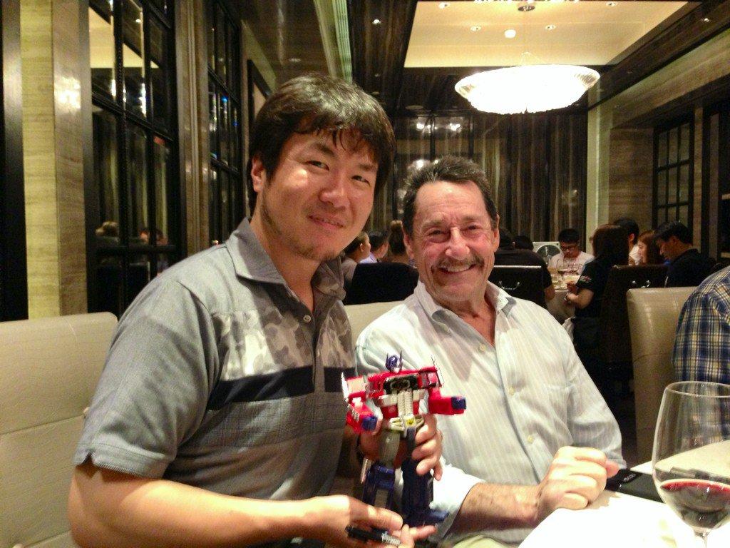 ディナーでピーター・カレンさんとお会いすることができました。 僕の作ったMPコンボイを前に幾つかのコ…