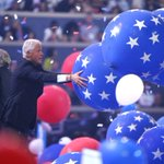 17 pictures of Bill Clinton playing with balloons you need to see before you die 🎈 https://t.co/4CIRgxV809 https://t.co/ozWQlOWoc8