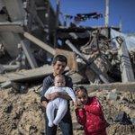 في لحظة فرح ننسى أيامنا الثقيلة ، الحمد لله على بساطة قلوبنا ..   #عشر_سنين_حصار #غزة  #ربى_الخير https://t.co/rjScmBWcEN