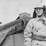 29 июля 1941 боец добровольной пожарной команды, композитор Шостакович на крыше Ленинградской консерватории https://t.co/U4vq3cV10Y