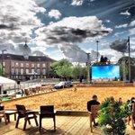 Watfords #BigScreenOnTheBeach is all set up & ready to go! Fun kicks off tomorrow at 10am #Watford #Events https://t.co/TgYYReyPzE