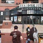 #Hood2Harbor bringing FREE BOOKS 2 the harbor in front of an overpriced bk store #WhatTheyWontShowYouOnTV #Baltimore https://t.co/Y4hMnXIZ70