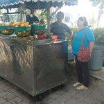 Siguen controles a vendedores informales en el sector del Camellón de la bahia @SantaMartaDTCH https://t.co/nS4unpsTxk